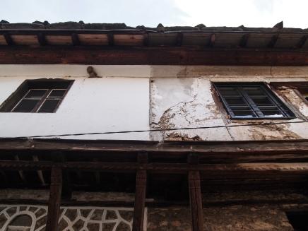 """""""Двете фасади"""" на една и съща къща"""